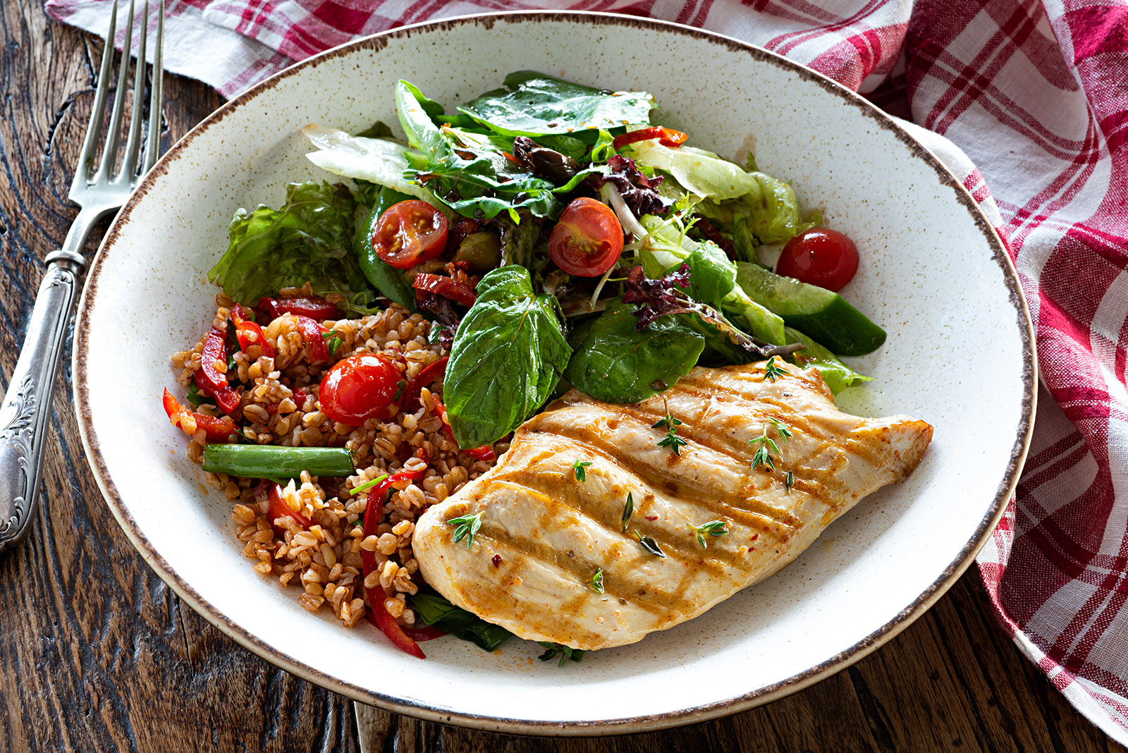 Chicken breast with bulgur tabbouleh and green salad